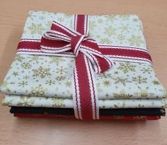 Bundle of 4 fat quarters from our Metallic Christmas Range. Bright Quilting